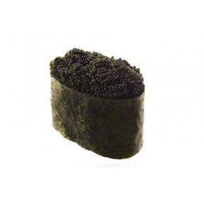 Гункан с черной икрой Тобико