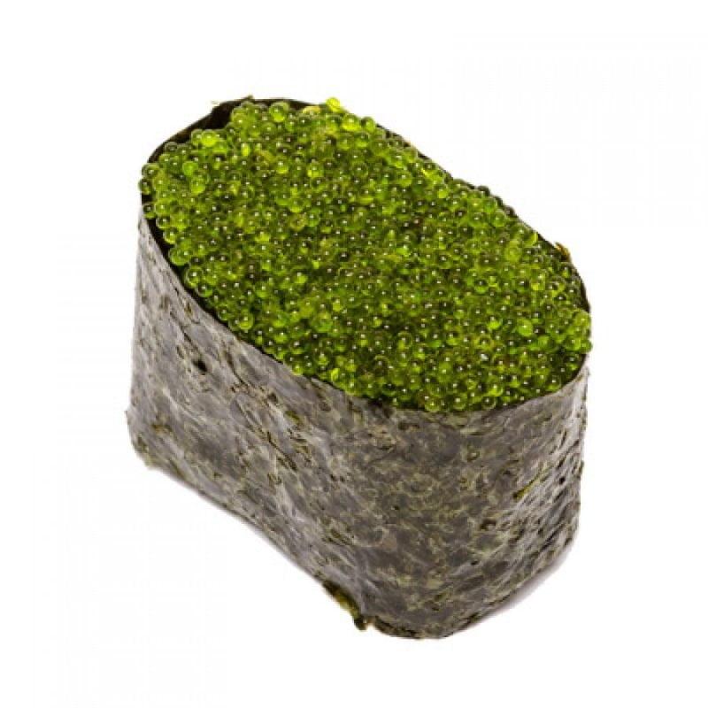 Гункан с зеленой икрой Тобико