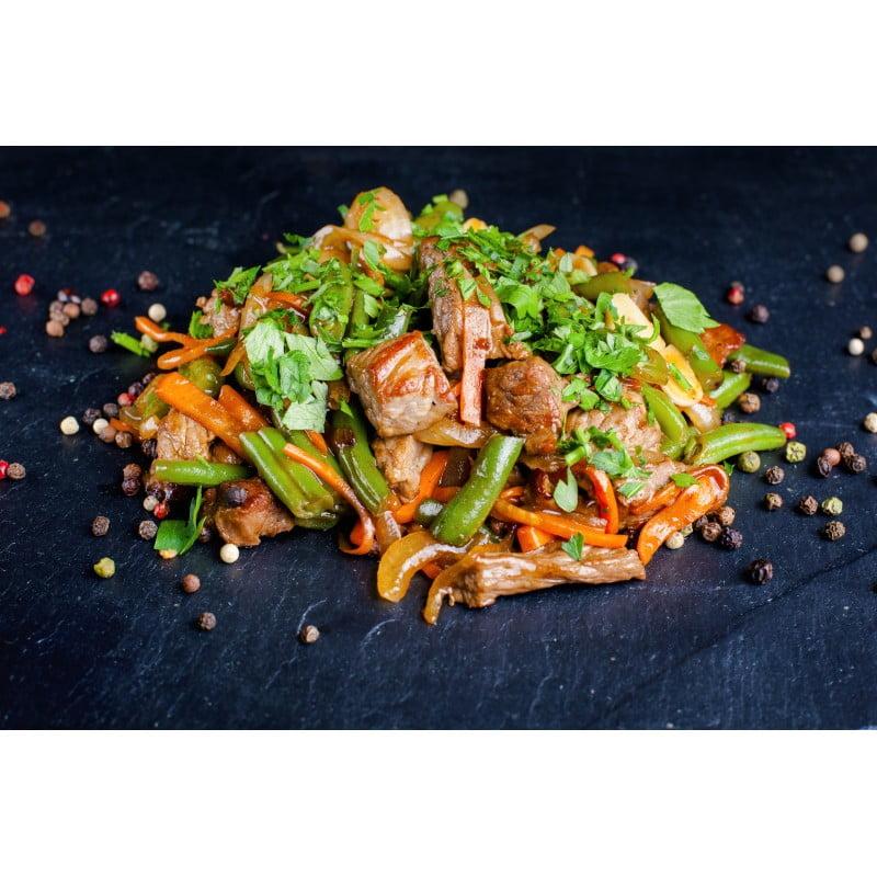 Телятина с овощами в устричном соусе